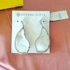 BNWT Kendra Scott Tinley drop earrings